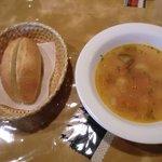 トゥレンタ - ランチのパンとスープ