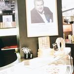 Pierre Hermé Paris 9e - Galeries Lafayette - 看板