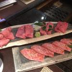 85062505 - 神戸牛上焼き盛り合わせと特撰カルビ
