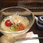 85062506 - ハーフ冷麺、酢の入れ物は本当に小さく可愛い。