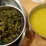 85069085 - 左)ぴり辛な高菜のサグ、右)ダールスープ