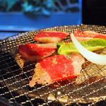 焼肉×もつ鍋 二子玉川 蔵月 - まかないカルビ&ミックスホルモン