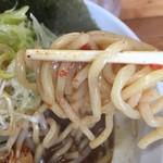 麺処なかがわ - 太麺に絡んだ唐辛子