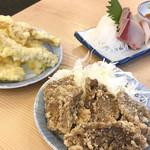 立呑み晩杯屋 - ぶり刺し ¥250 / うどの天ぷら ¥150 / まぐろ唐揚げ ¥150