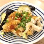 立呑み晩杯屋 - 鶏のからあげ(ピリ辛DX) ¥250