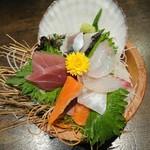 産地直送仲買人 俺の目利き - 料理写真:桶赤字盛り 540円