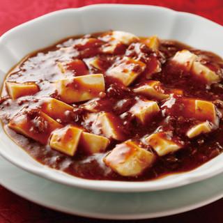 """甘みと辛さのバランスがとれたクセになる""""麻婆豆腐""""に舌鼓…。"""