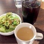 85083242 - サラダとスープ、セットのアイスコーヒー