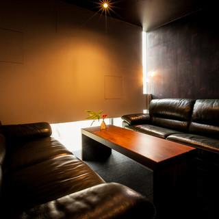 座屋 - 内観写真:3階ソファ席(最大6名様まで)