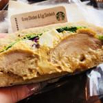 85084815 - グレイビーチキン&エッグサンドイッチ