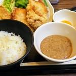 六角箸 - から揚げ定食に別料金で自然薯をプラス