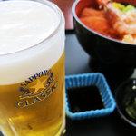8509027 - 生ビールと海鮮丼
