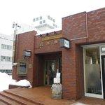 岩本珈琲 - 病院の裏手で、隣りに美容室