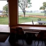 ひのでや - 芝生キレイ。外にもテーブル