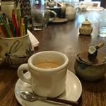 ひょうたん島 - カフェオレ    大テーブルに おいてある 器が みな 素敵‼️