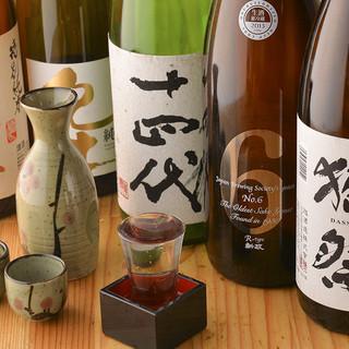 店主自ら足を運び取りそろえた厳選日本酒は常時70種以上◎