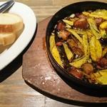 85099433 - 角煮と熟成芋のチリージョ、追加バケット