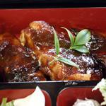 851863 - 肉厚で柔らかな蒸し鶏と濃厚な甘辛ダレがからんで