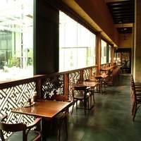 五香路 - 緑豊かなテラスを眺めながら…乾杯! カウンター席もご用意してます