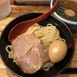 三田製麺所 - 半熟玉子チャーシューつけ麺(並) 980円。