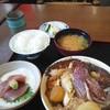 一力 - 料理写真:鯛のあら煮とマグロの山掛け