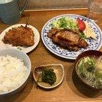 さくら亭 - 料理写真:生姜焼き定食800円プラスアジフライ200円です。