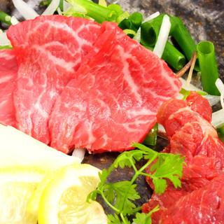 本場熊本より直送☆馬刺し♪肉の寿司♪