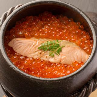 鮭と大粒のはらこを贅沢に♪【はらこめし】が一年中楽しめる!