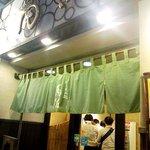 らーめん処 萬佑 - ミドリ色の暖簾は日本蕎麦っぽいのぅ。