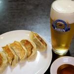 中華成喜 - 川崎餃子と生ビール