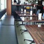 ESCRIBA - 店内のテーブル席の風景です