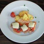 ESCRIBA - チキンのモッツァレラトマト焼き 1000円