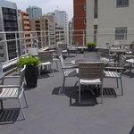 ESCRIBA - 外観のテラス席の風景です