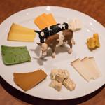 ワインキッチン コメット - 2018.4 おまかせチーズ8種の盛り合わせ(1,700円)