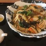 レストラン北海 - 五目チャーメン950円税別 皿での提供だとあんかけ焼きそばとの違いは?