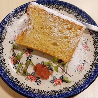 特製のシフォンケーキ