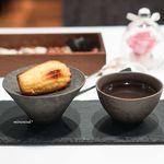 La Chic - ほうじ茶 和三盆と米粉のマドレーヌ