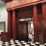 Red&Black SteakHouse  - 2Fにエントランスあり。