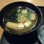 はしま - 生のワカメに豆腐 油揚 これも手抜き無ししっかりした味噌汁です