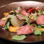 ステーキ倶楽部 BECO - 黒毛和種太田牛トウガラシの炙りカルパッチョ 1,480円
