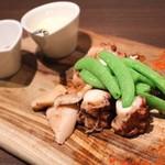 ステーキ倶楽部 BECO - 北海道タコの炭火焼とスナップエンドウ 980円