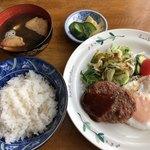 こんちぇると - 料理写真:ハンバーグ定食(税込800円)