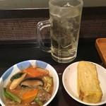 なごみ - 梅サワー&野菜の旨煮&出汁巻き卵