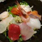 北浜くくり - 海鮮丼アップ