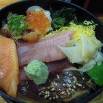 寿司の丸信 - 海鮮丼(中トロ入り)(1,300円)