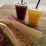 ハウスユイガハマ - ビスコッティとアイスコーヒー&オレンジジュース