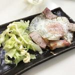 立ち呑み処おかの - ベーコンエッグ(250円)
