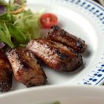 ゆんたくバル ペコラ - 島産もろみ豚ソーキのオーブン焼き