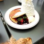 エッグスンシングス - ✦QUINTUPLE BERRY PANCAKES  1,450yen          クインダブルパンケーキ