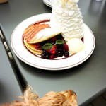 85157504 - ✦QUINTUPLE BERRY PANCAKES  1,450yen                          クインダブルパンケーキ